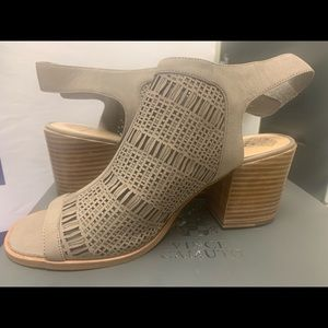 NEVER WORN BRAND NEW VINCE CAMUTO BOOTIES